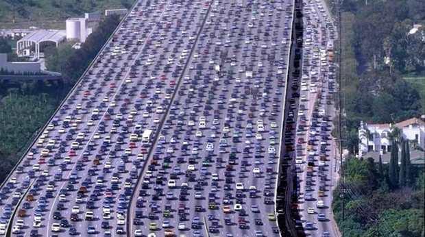 Trafic-bouchon-circulation-voitures-autoroutes